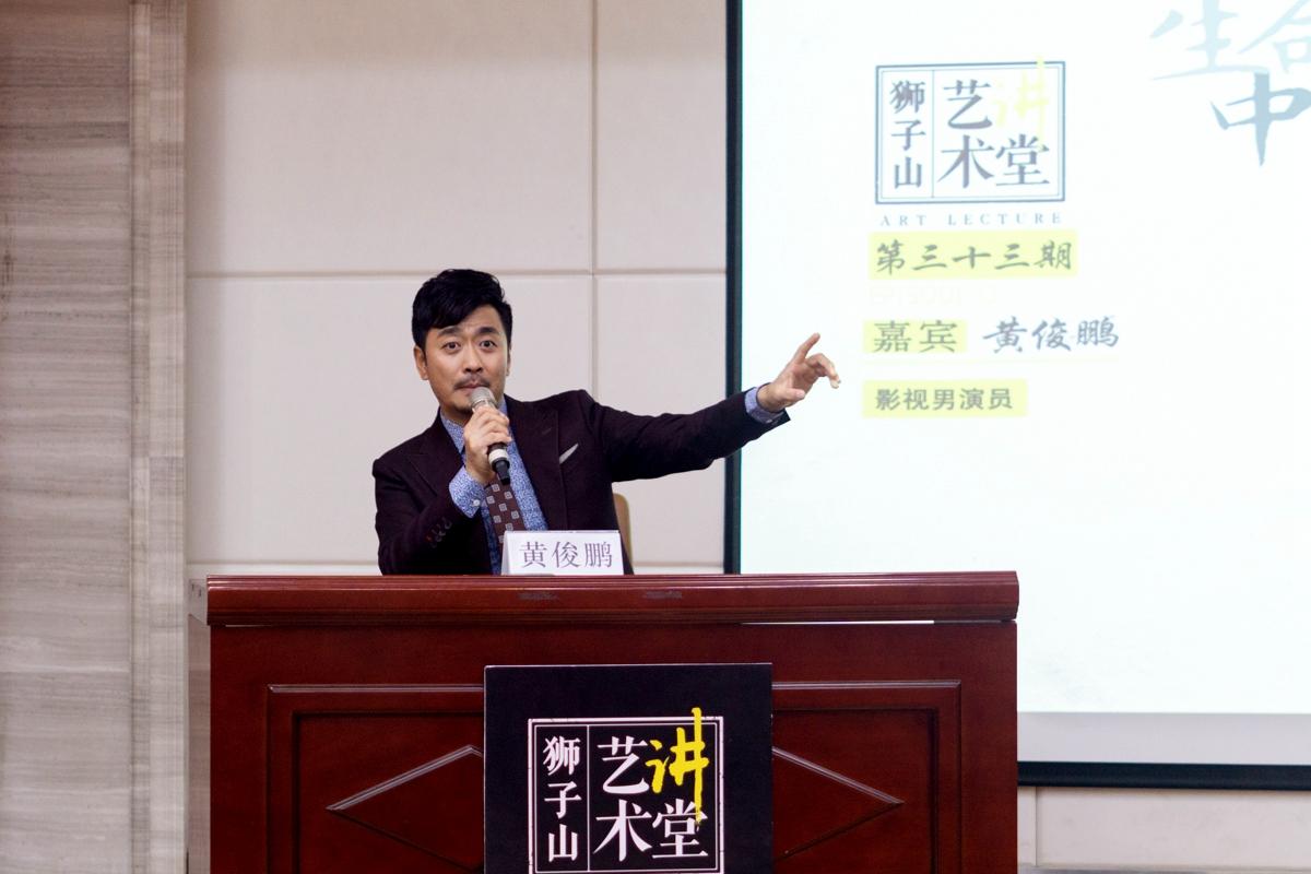 黄俊鹏生动地分享自己的故事【学通社记者 汪梓言 摄】