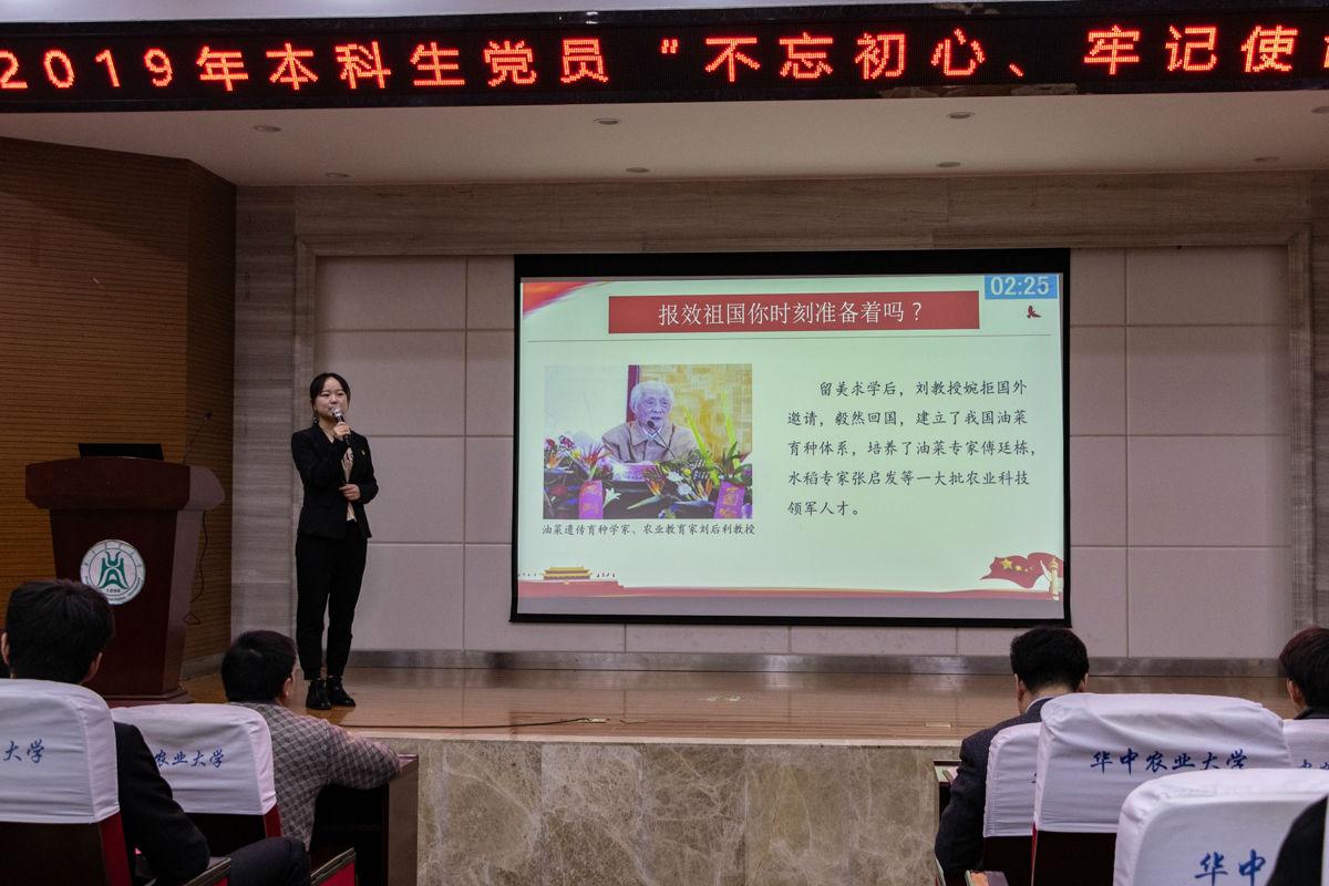 参赛同学进行演讲【学通社记者 黄荣菁 摄】