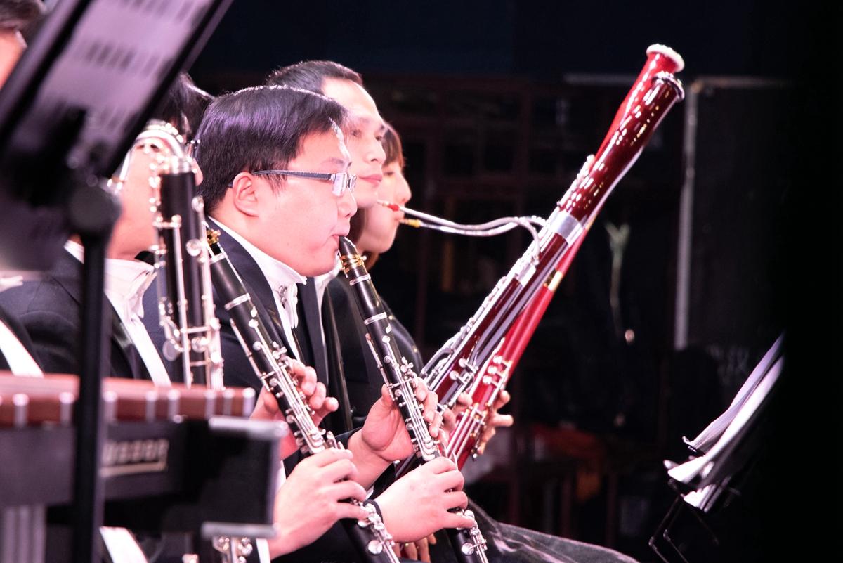 单簧管吹奏【学通社记者 赵佳懿 摄】