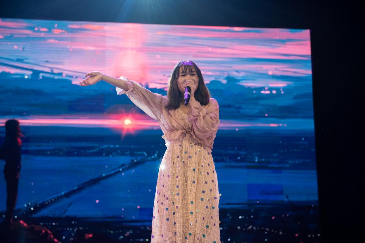 蔡美琪演唱《喜欢你》(学通社记者 徐嘉其 摄)