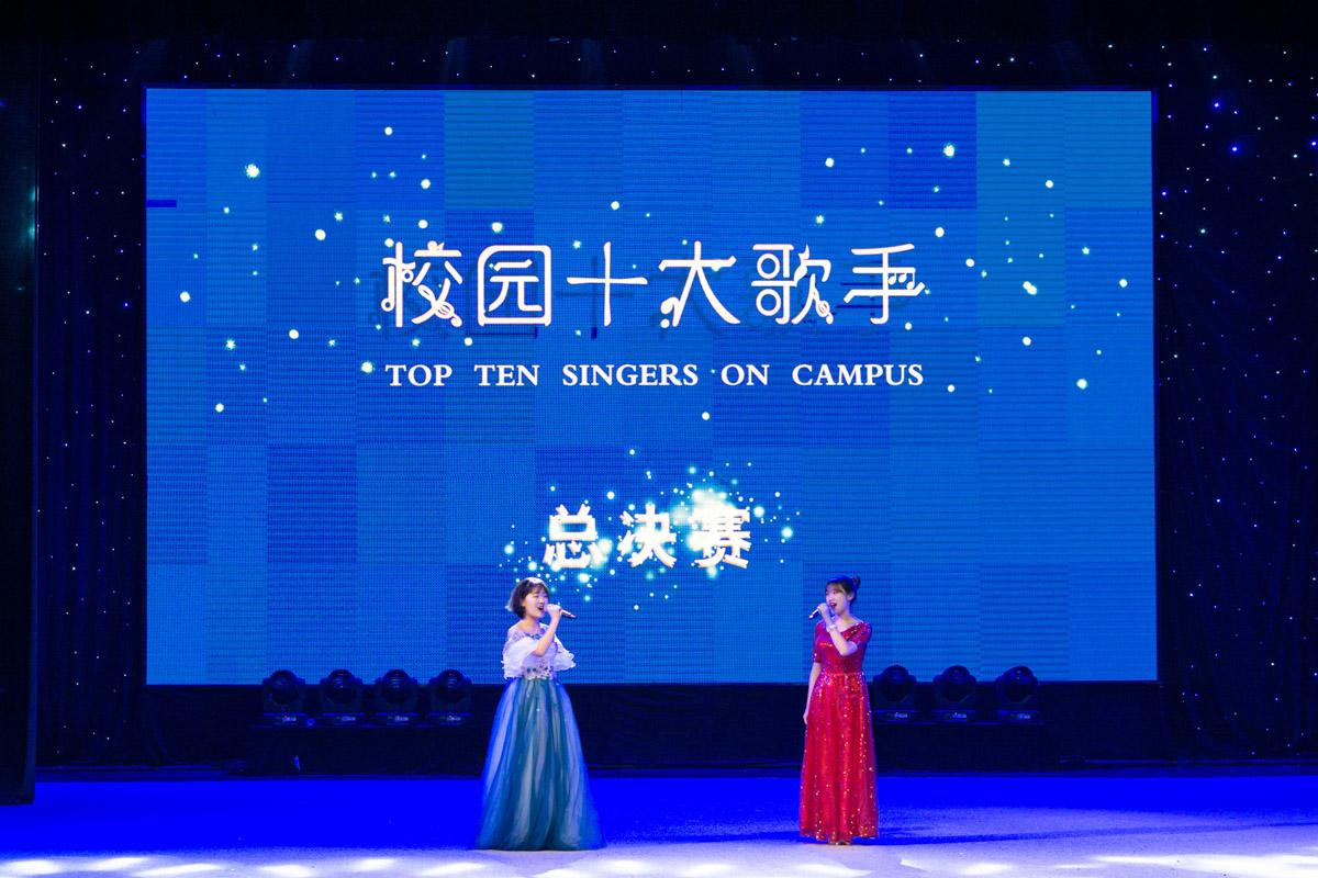 黄成呈和孙艺萱演唱《春天的芭蕾》(学通社记者 汪梓言 摄)