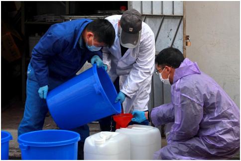 韩金桥在配置消毒消杀药水