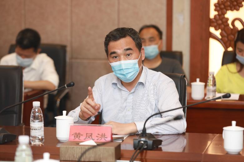 中国农业科学研究院油料作物研究所所长黄凤洪研究员讲话