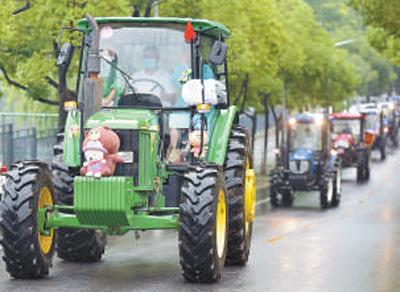 华中农业大学工学院现代农业装备巡游现场