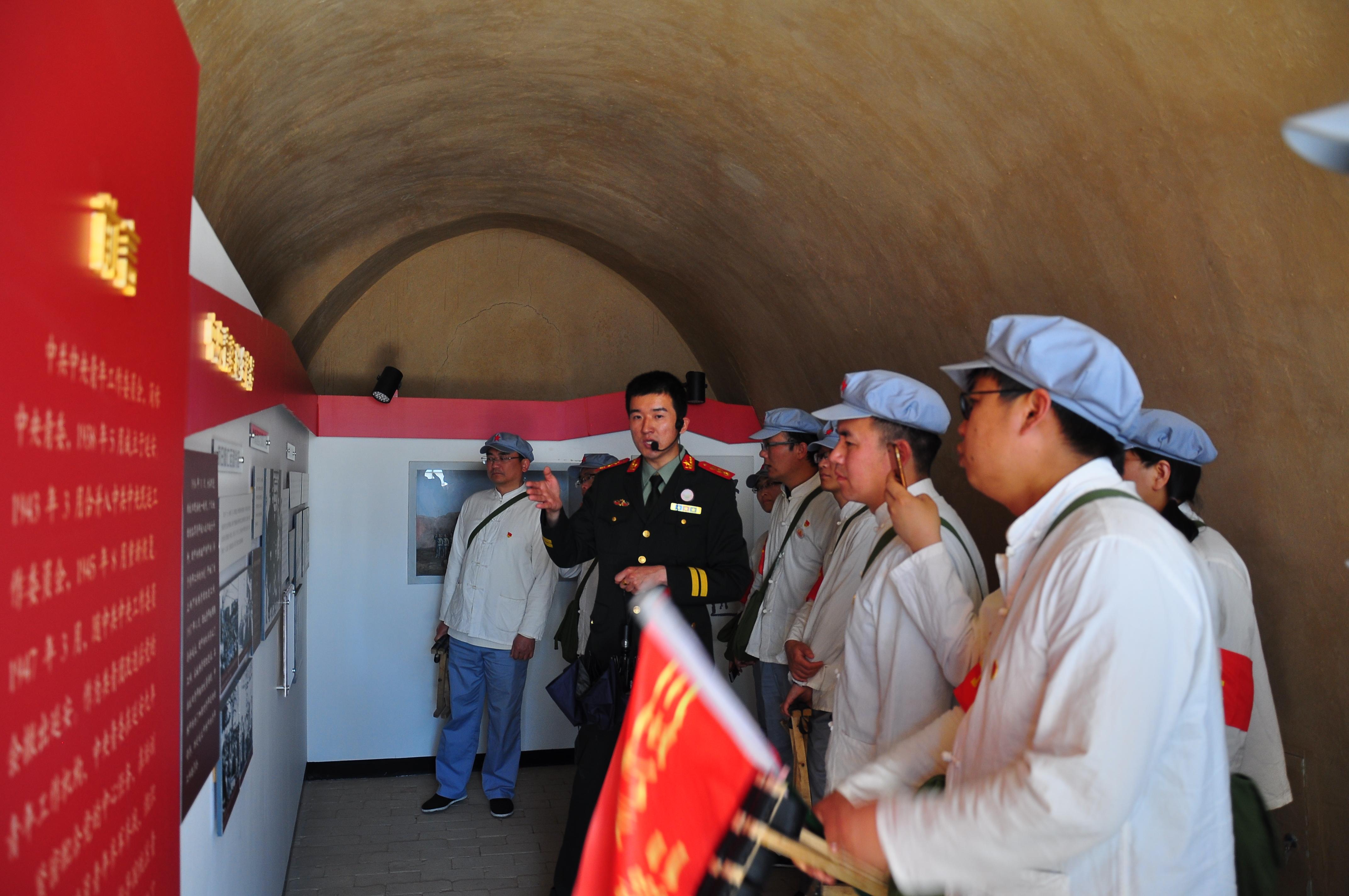 孙明与支部成员一起赴延安革命按照地开展学习实践