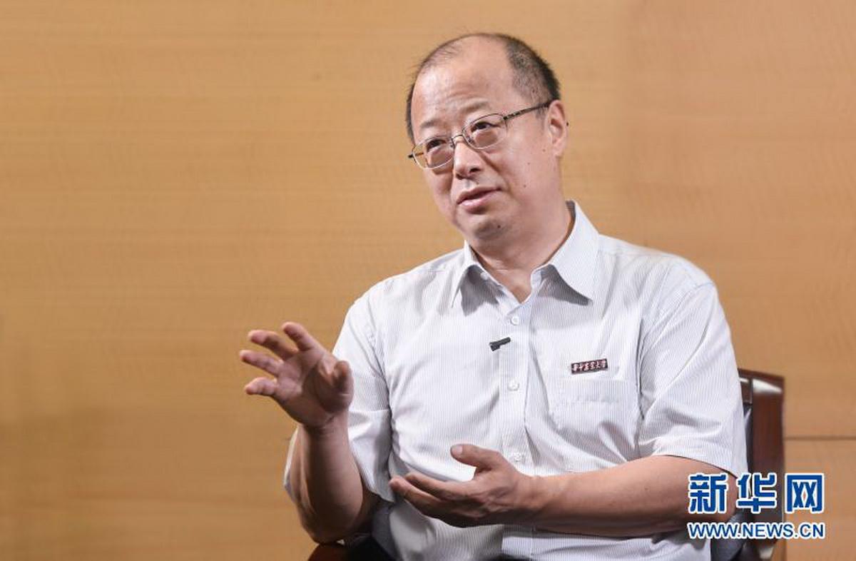 华中农业大学校长李召虎接受新华网专访(程敏 摄)