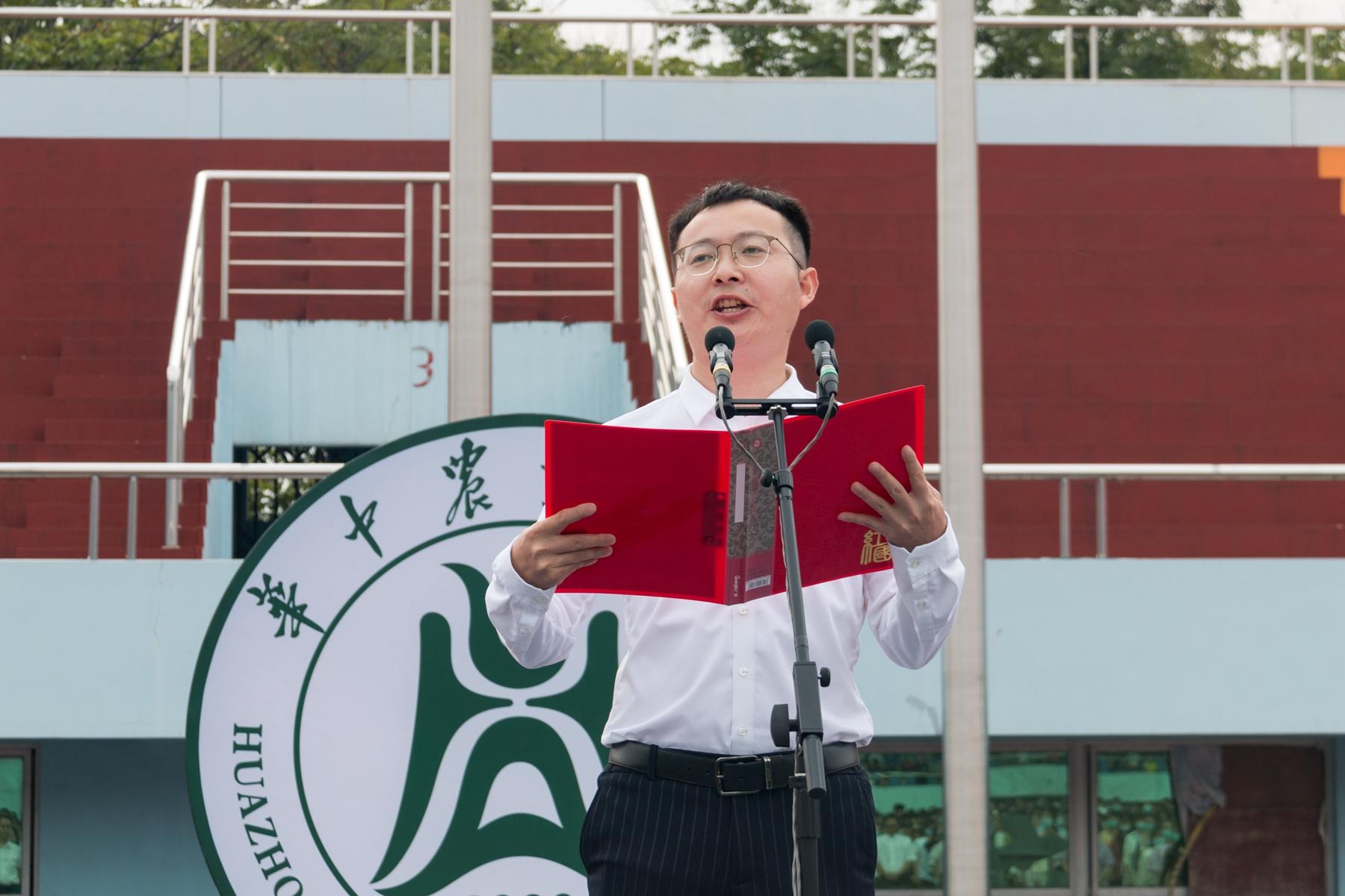 教师代表王茂军教授发言【学通社记者 孙嘉豪 摄】