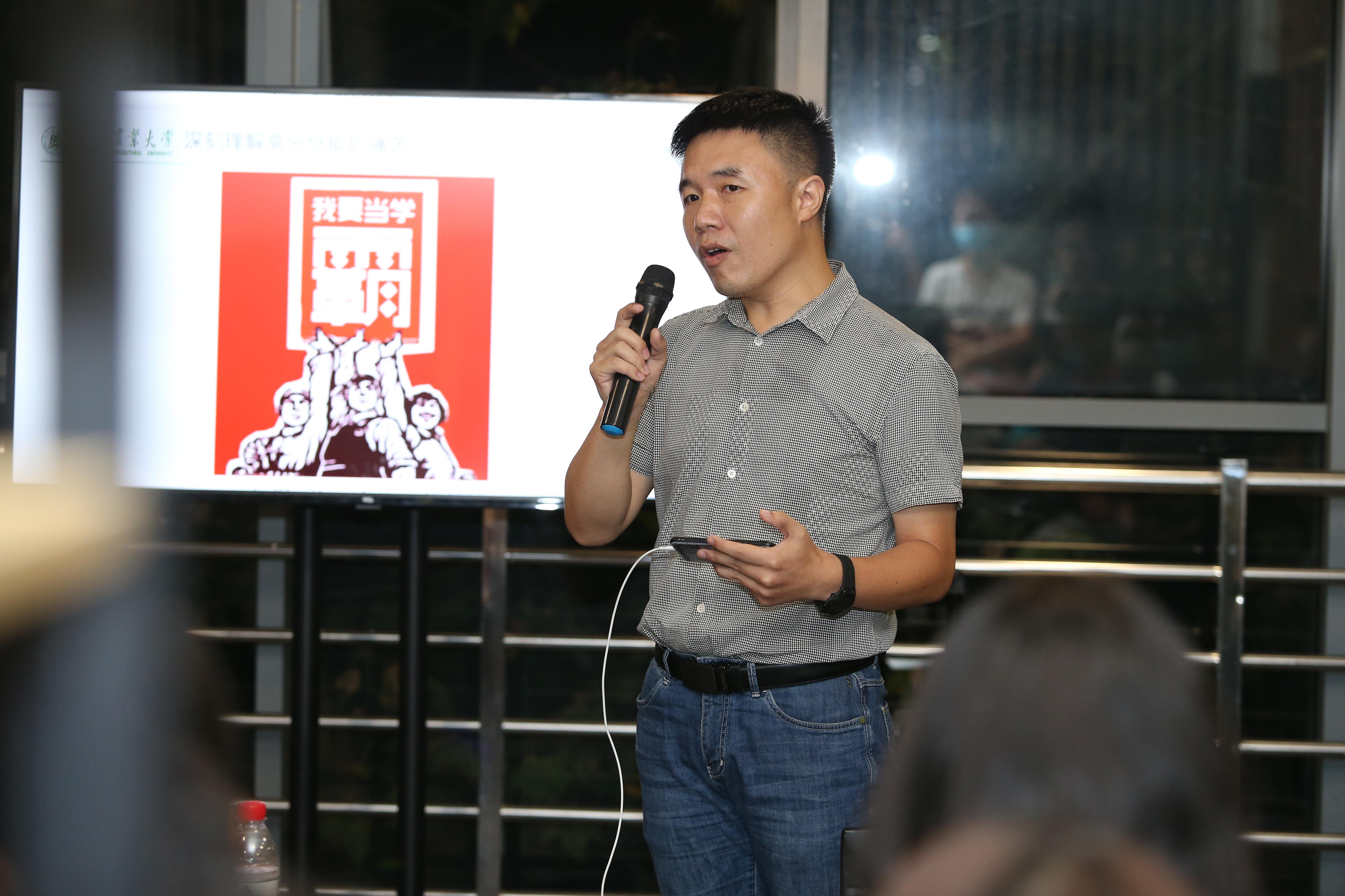 柯新利教授分享他的大学故事(侯国涛 摄)