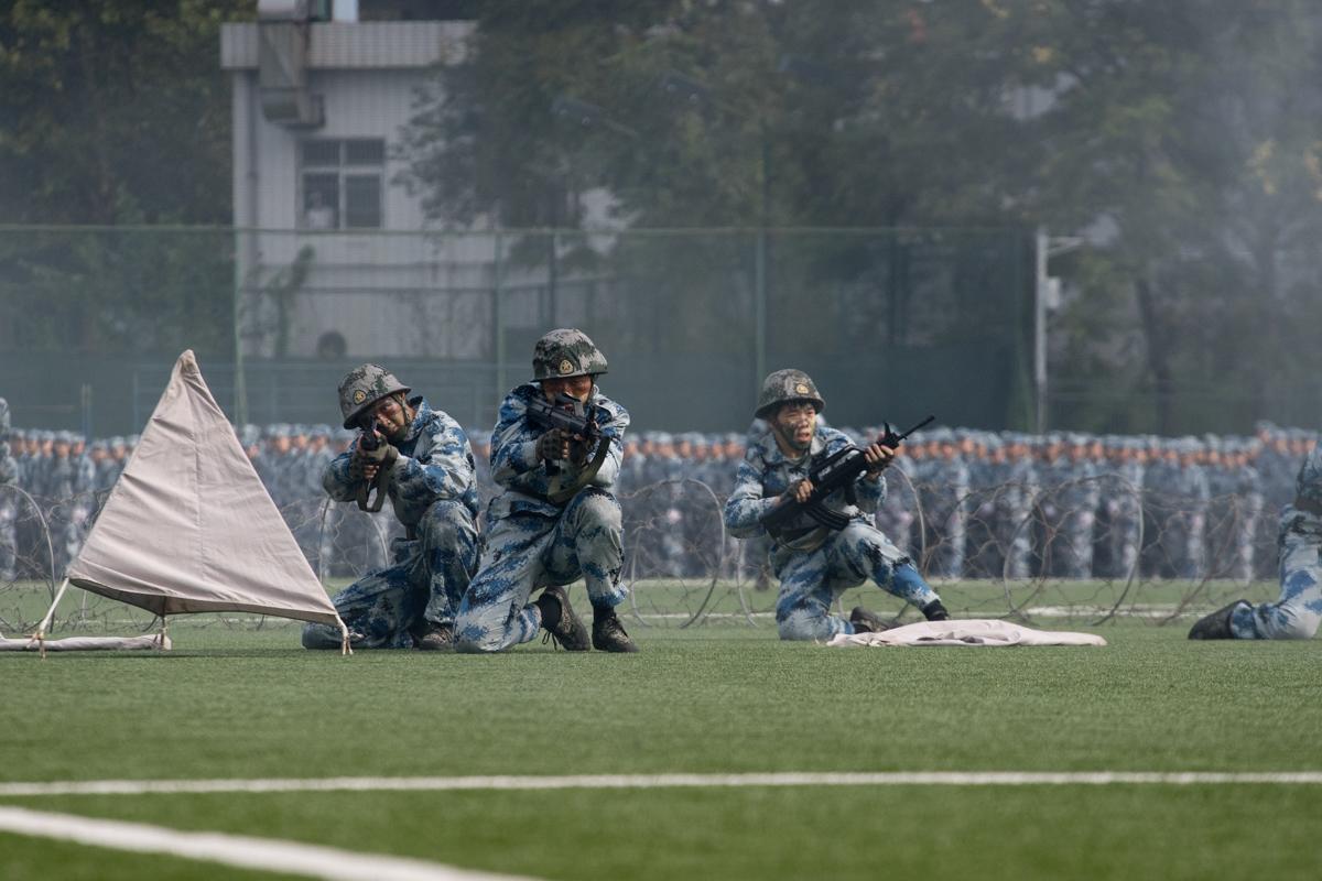 战术表演方阵火力压制(学通社记者 刘博文 摄)