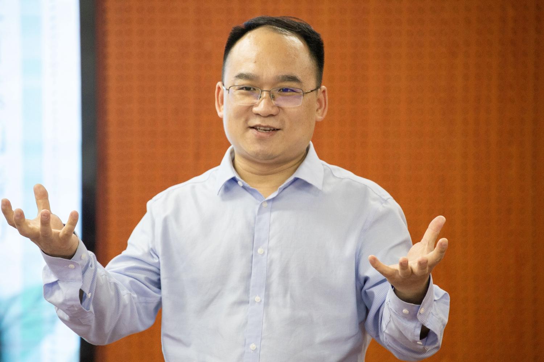 李波学长解答经济办理学院同学的问题(学通社记者 沈雨霏 摄)