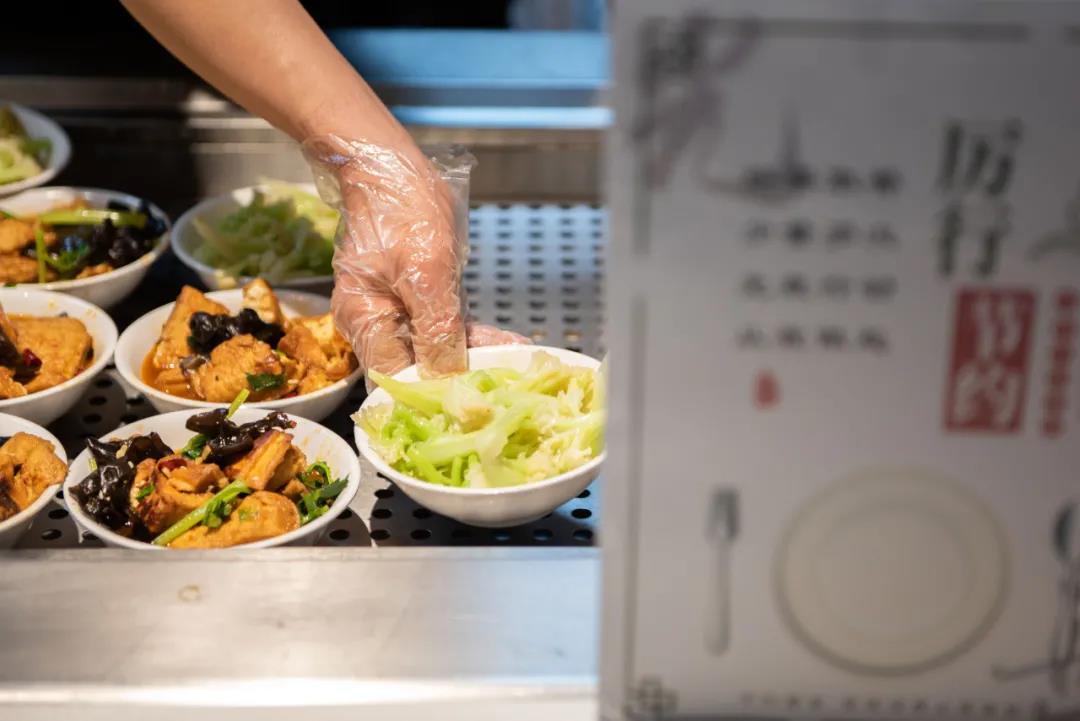 """""""小碗菜""""有助于减少""""吃不完""""造成的浪费(段智为 摄)"""