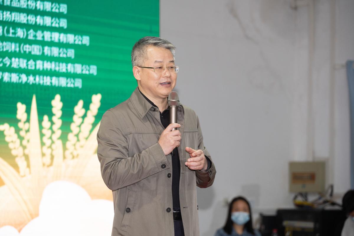 校党委副书记廖济忠致辞(学通社记者 刘博文 摄)
