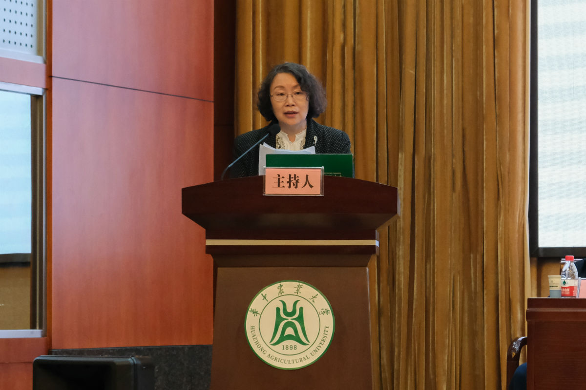 湖北省社会科学联合会副主席安向荣同志讲话(学通社记者 徐伟康 摄)