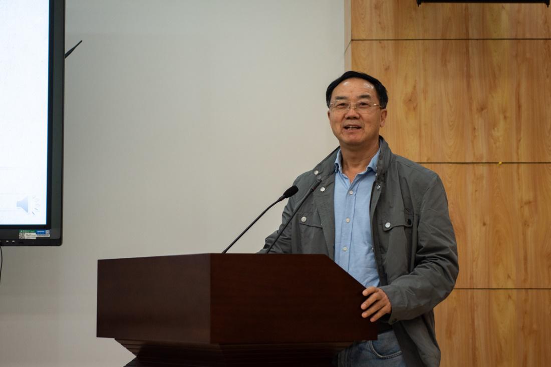 中国科学院院士张启发教授讲话 (段智为 摄)