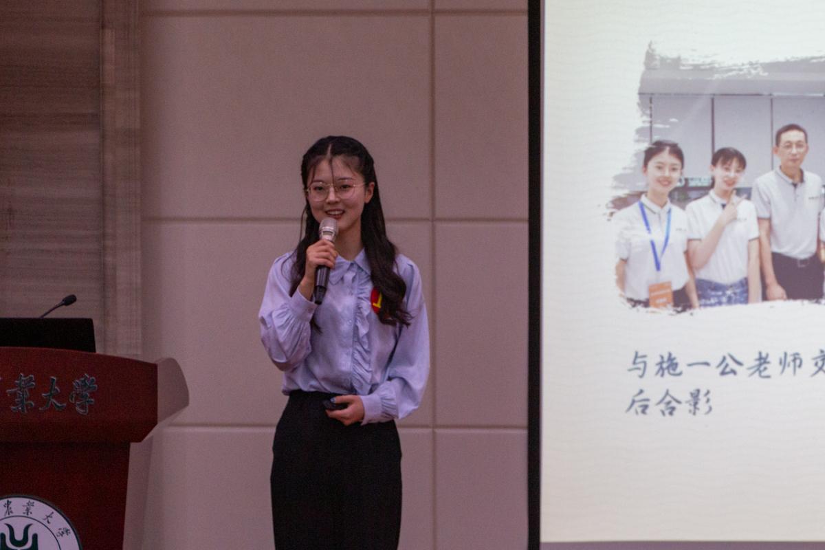11月2日晚,动科动医学院候选人牟星美在分享她的故事(学通社记者 孙嘉豪 摄)
