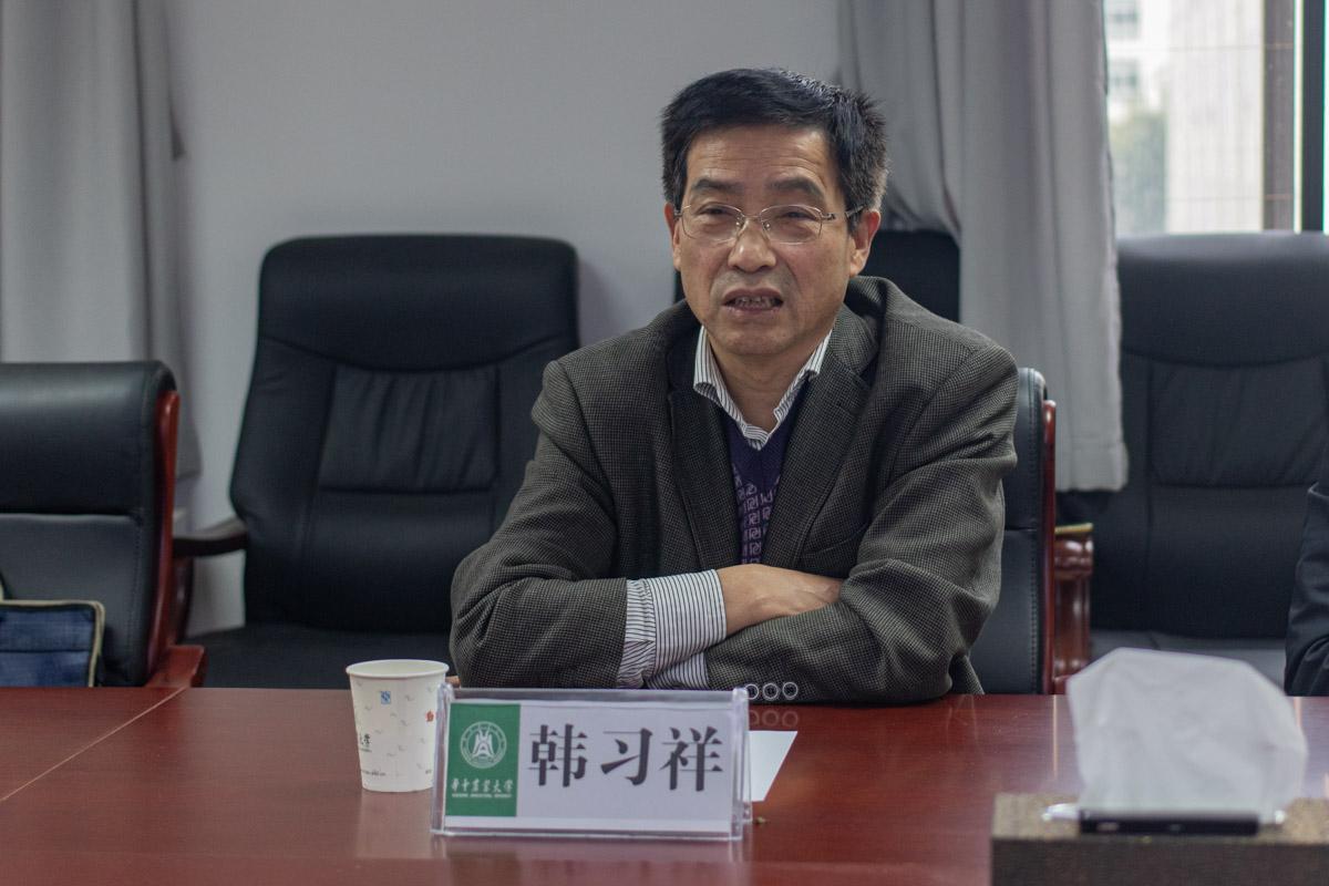 湖北省学生帮助办理中心主任,韩习祥正在讲话(学通社记者 高俊 摄)