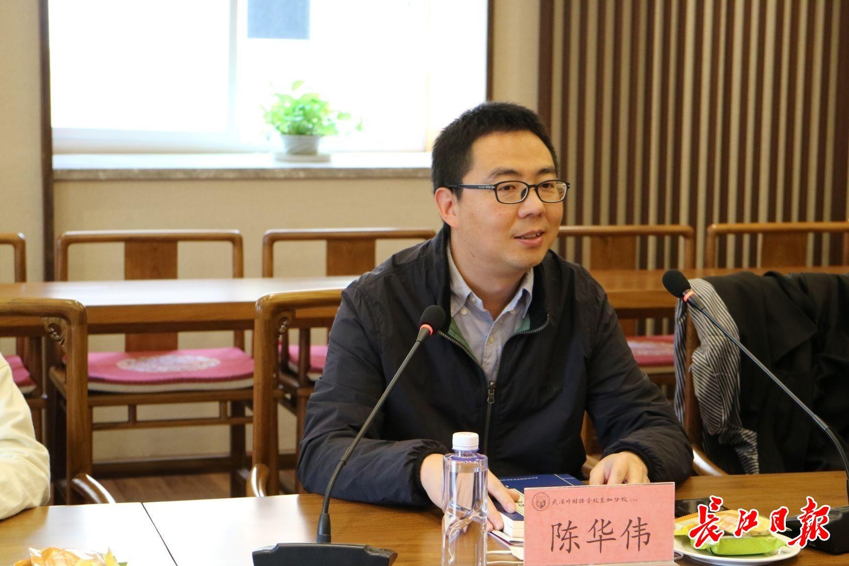 华中农业大学农业生命科学技术科普基地负责人陈华伟副教授。通讯员李静 摄