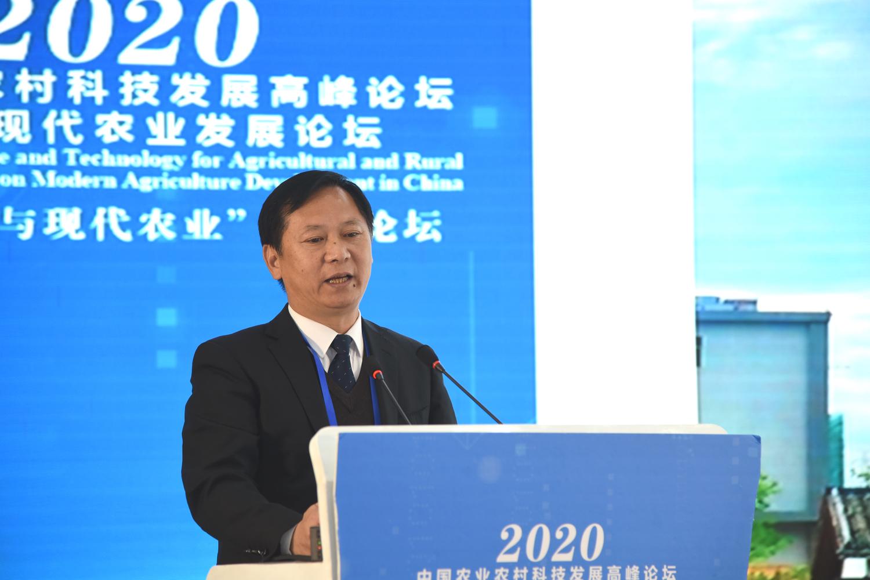 广东海纳农业有限公司董事长、总经理钟振芳作报告