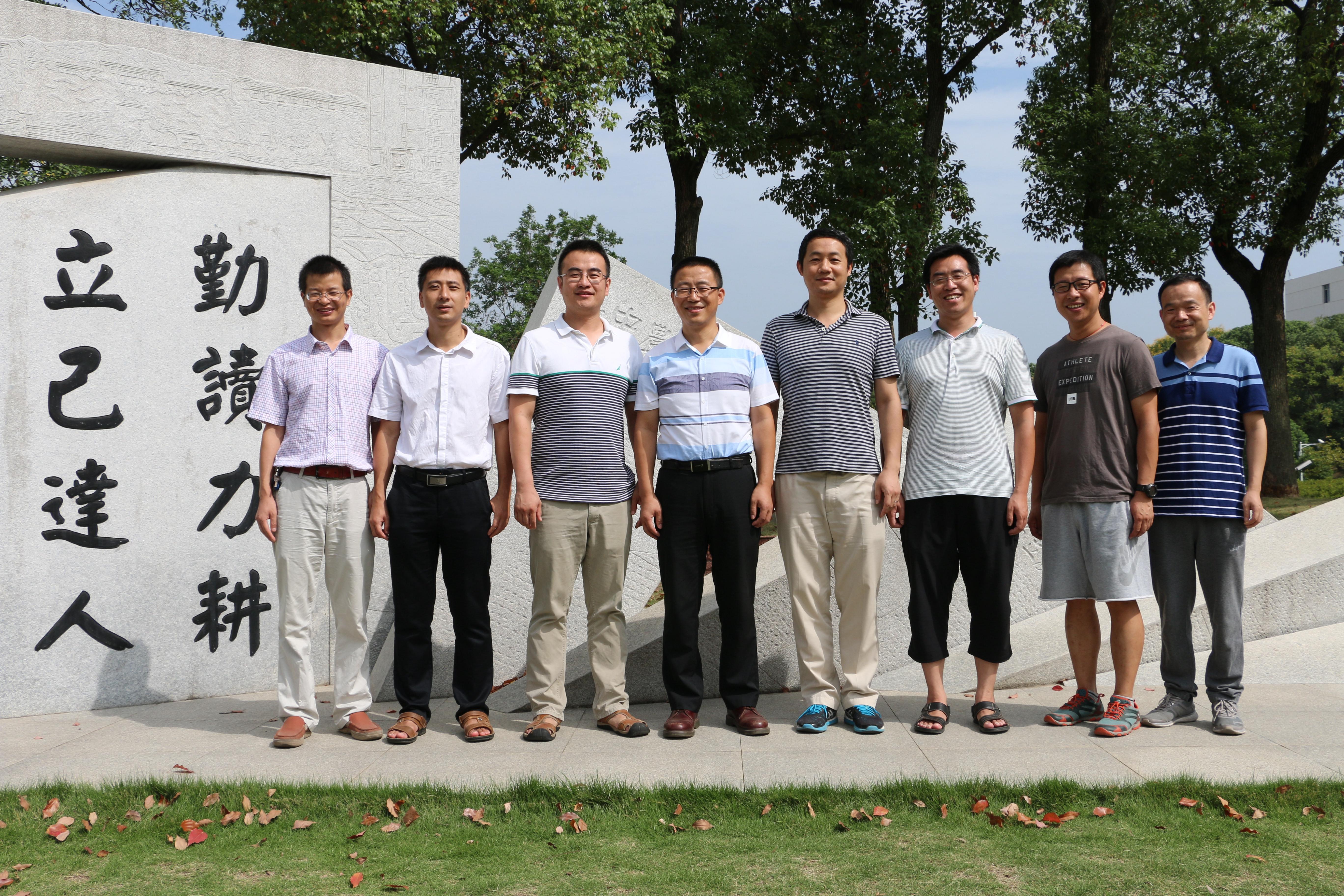 我校三维基因组学研究团队部分成员合影(陈治国 摄)