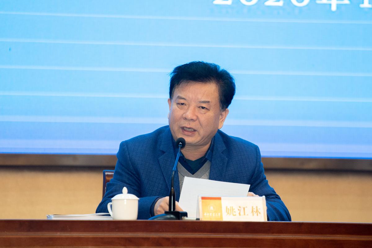 校党委副书记姚江林致辞(学通社记者 刘博文 摄)