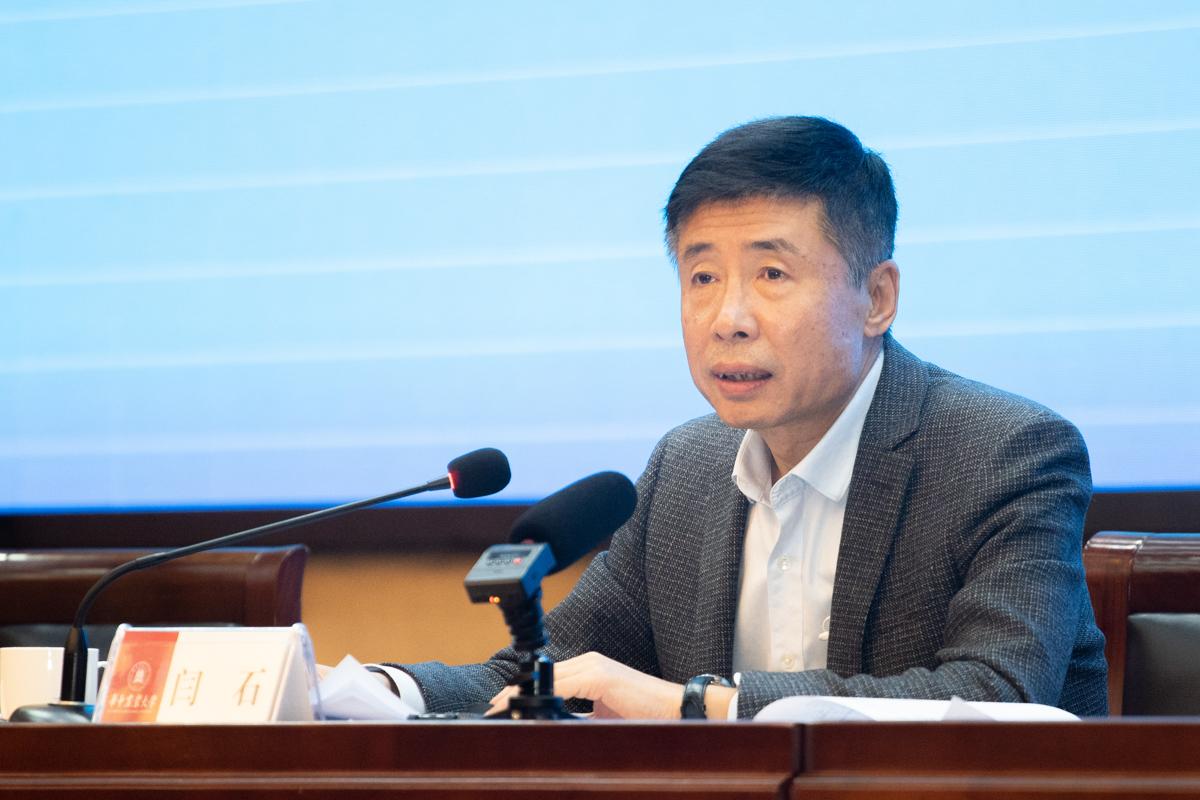 农村农业部干部管理学院院长闫石主持本次开班式(学通社记者 刘博文 摄)