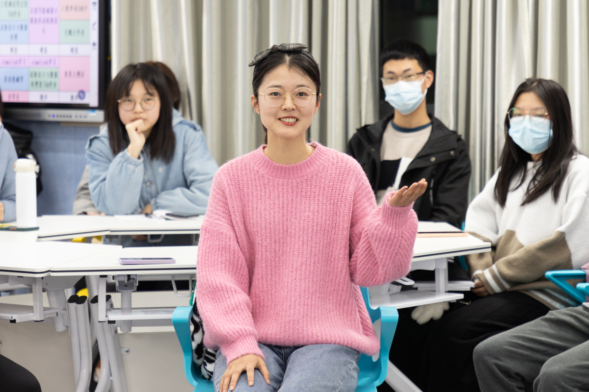 大学生标兵牟星美同学为同学们分享学习心得(学通社记者 张小雨 摄)