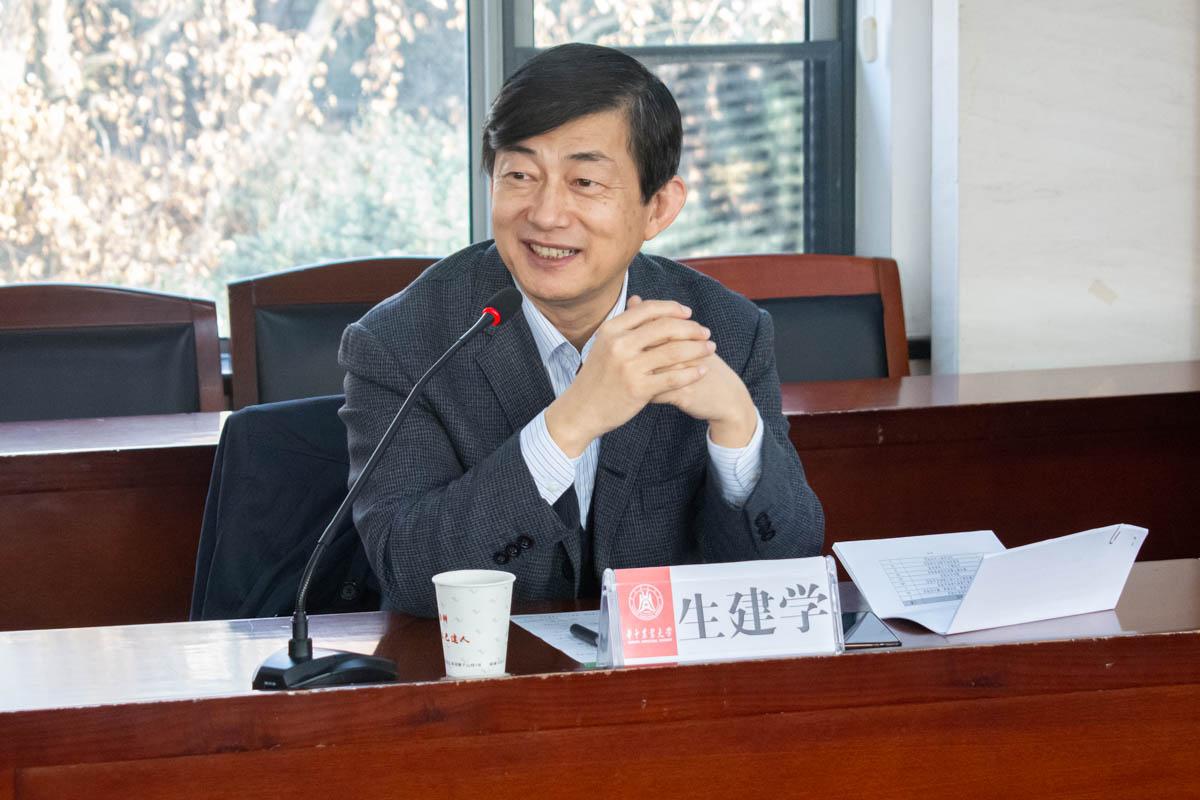 国家留学基金委秘书长生建学参加交流座谈会(学通社记者 邓颖骏 摄)