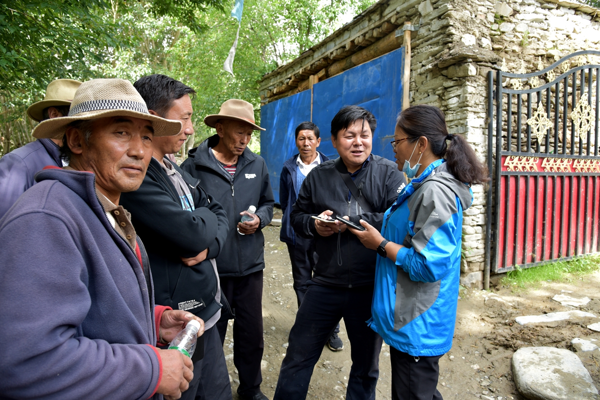 2020年8月在山南市贡嘎县走村入户收集西藏农作物种质资源(右2)_副本