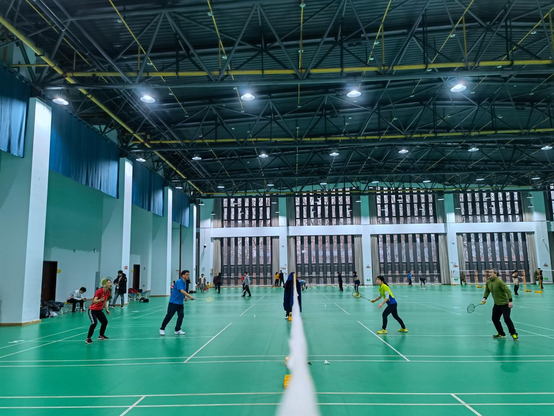 工学院组织师生融乐羽毛球比赛