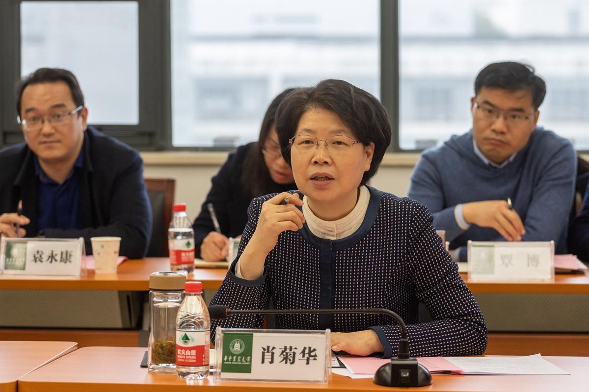 肖菊华副省长在座谈会上发言(学通社记者 谢焱 摄)_副本
