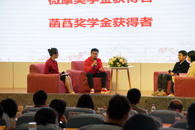 刘康志同学在颁奖会上分享自己的创业经验(学通社记者 李靖威 摄)