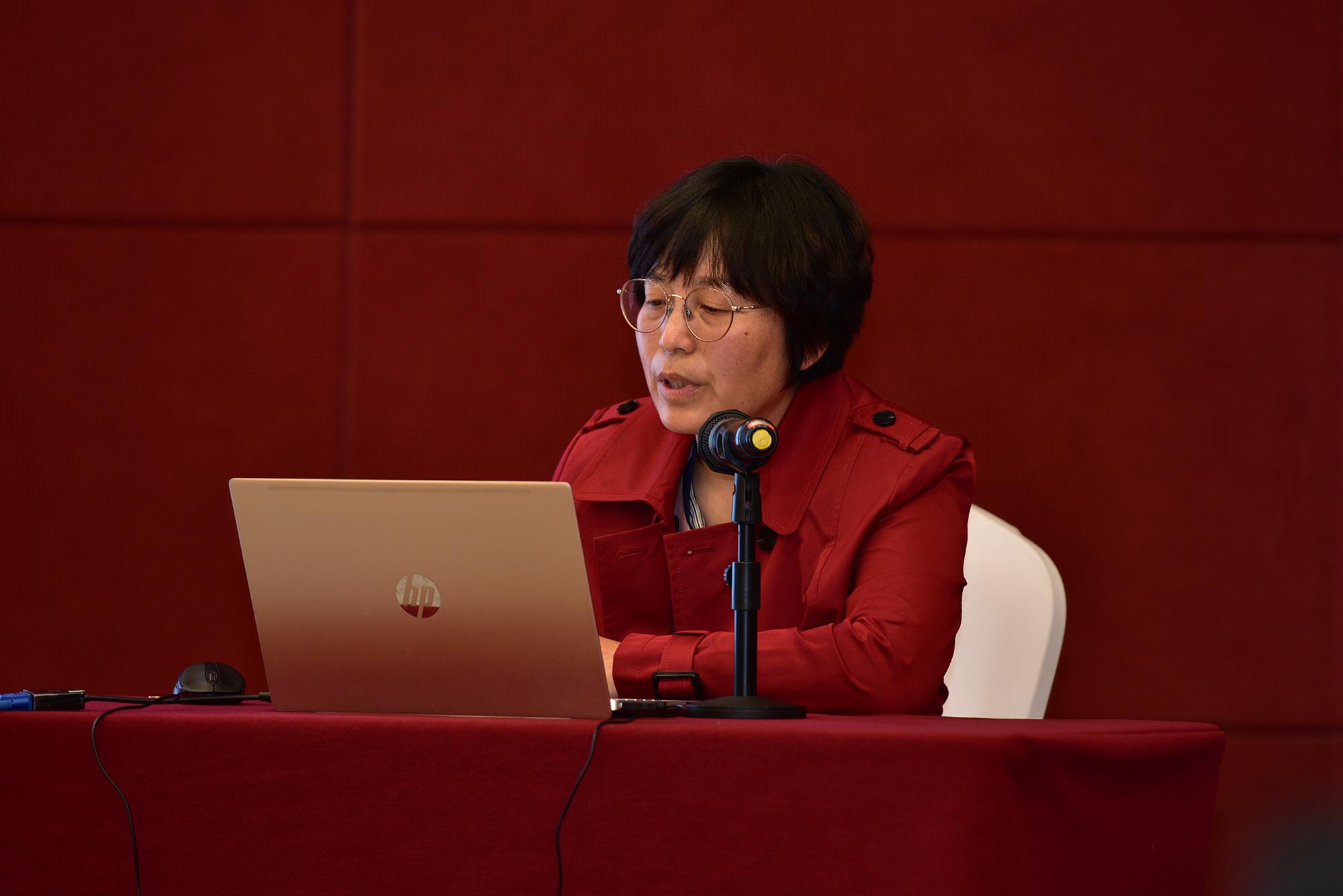 胡琼研究员作报告(记者 刘涛 摄)