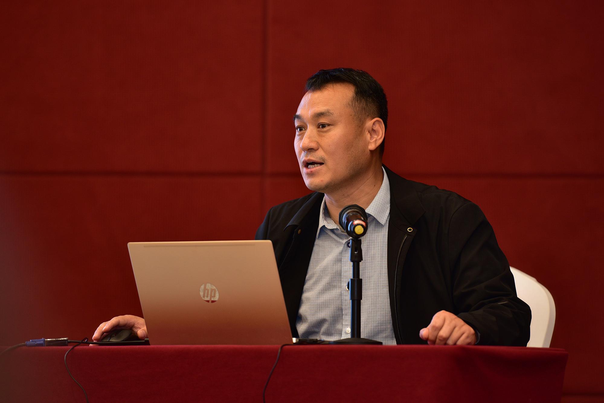 张椿雨教授作报告(记者 刘涛 摄)