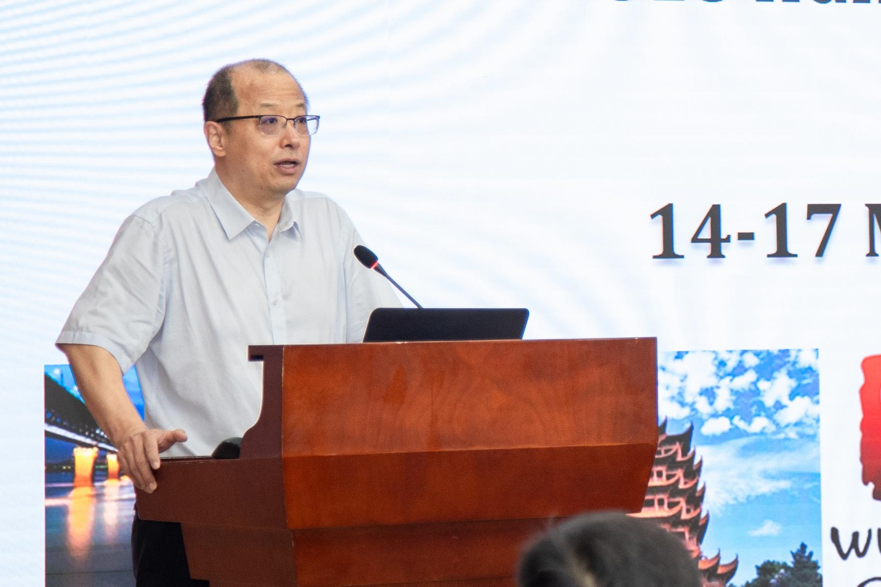 图1-华中农业大学校长李召虎致开幕词
