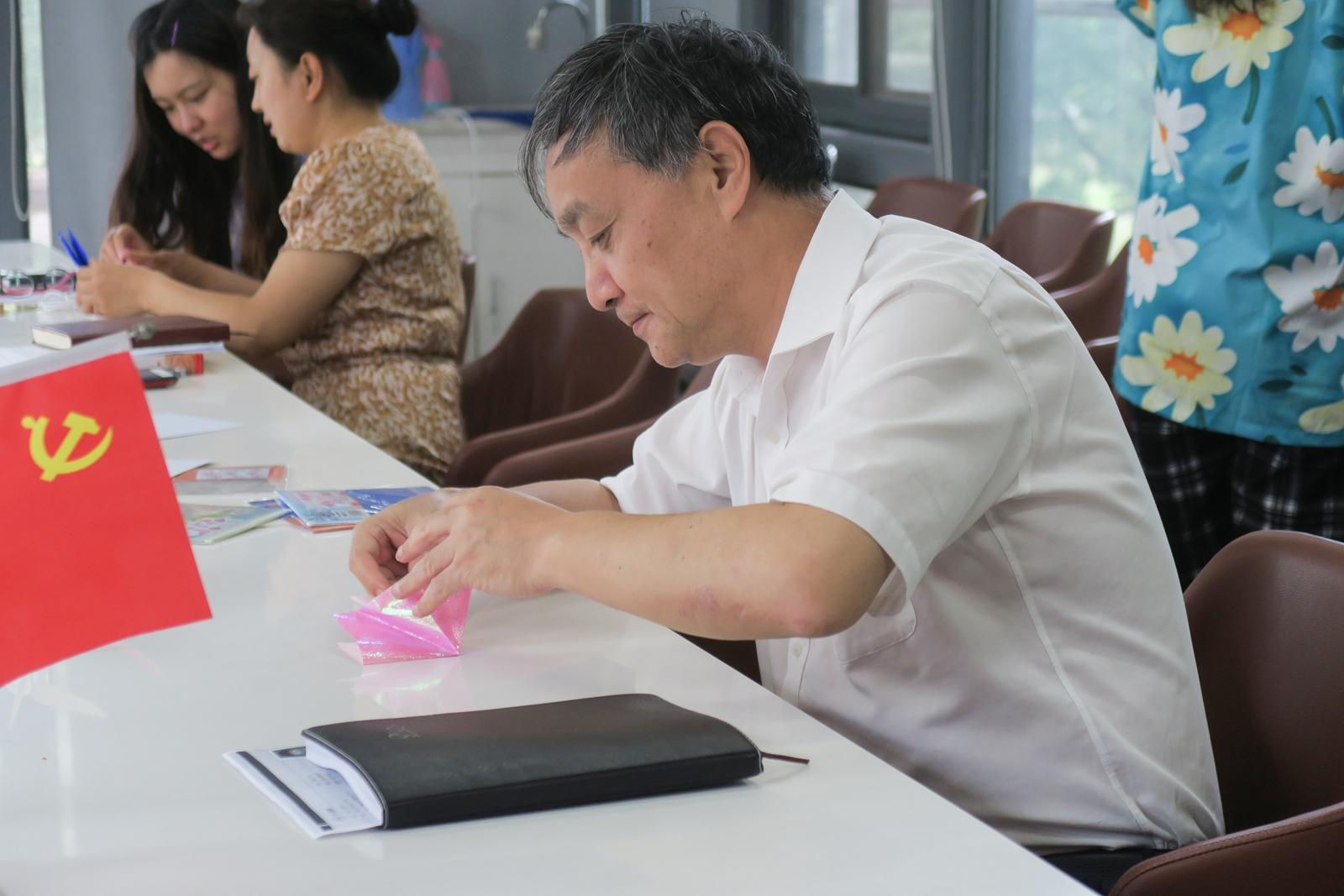 书记叠纸鹤(1)