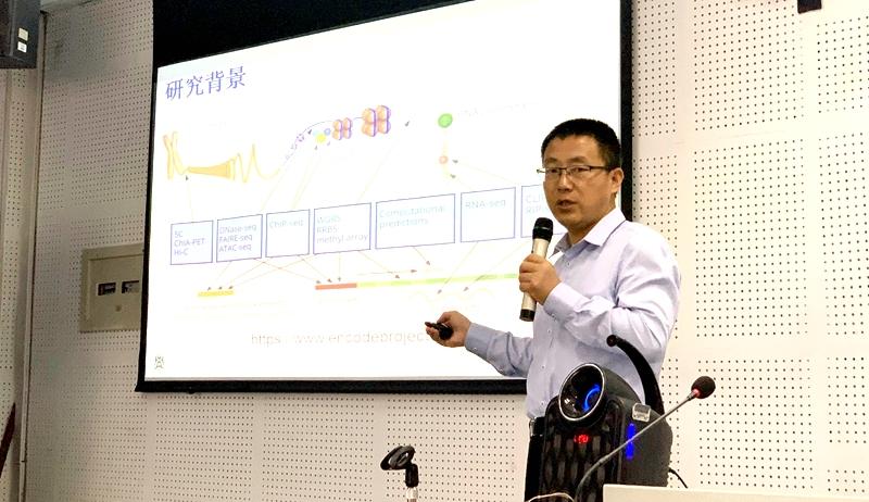 李国亮教授在塔里木大学作报告(信息学院 供图)