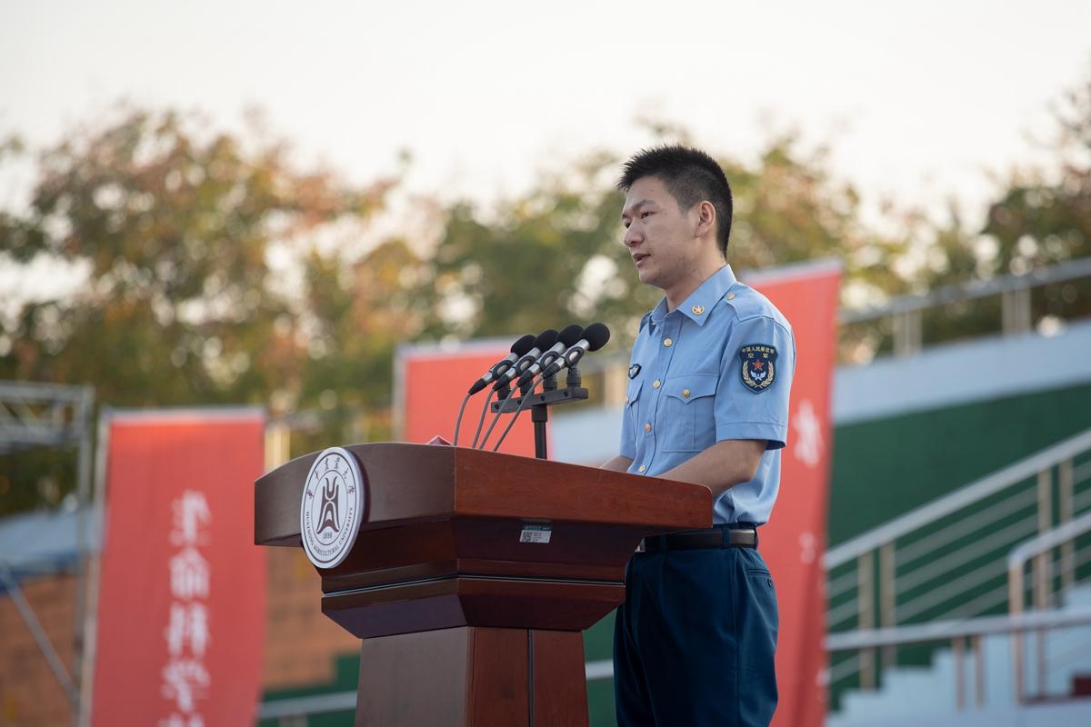 学生代表2(学通社记者 刘博文 摄)_副本