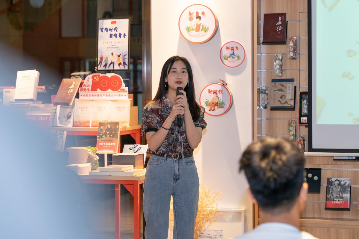 女中声成员吴碧媛讲述在合唱团的收获(学通社记者 杨宇轩 摄)