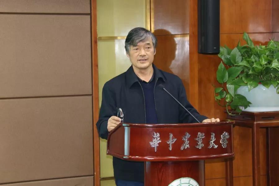 张俊飚老师在作学术报告(经济管理学院 供图)