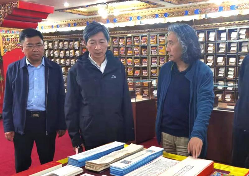 参观西藏大学图书馆藏文古籍研究所