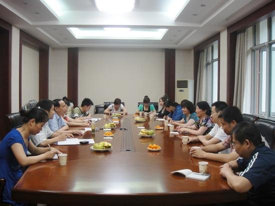 学校举行塔里木大学第八批进修教师挂职干部座谈会