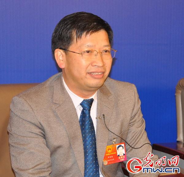 校长邓秀新谈全面落实教育规划纲要进展情况